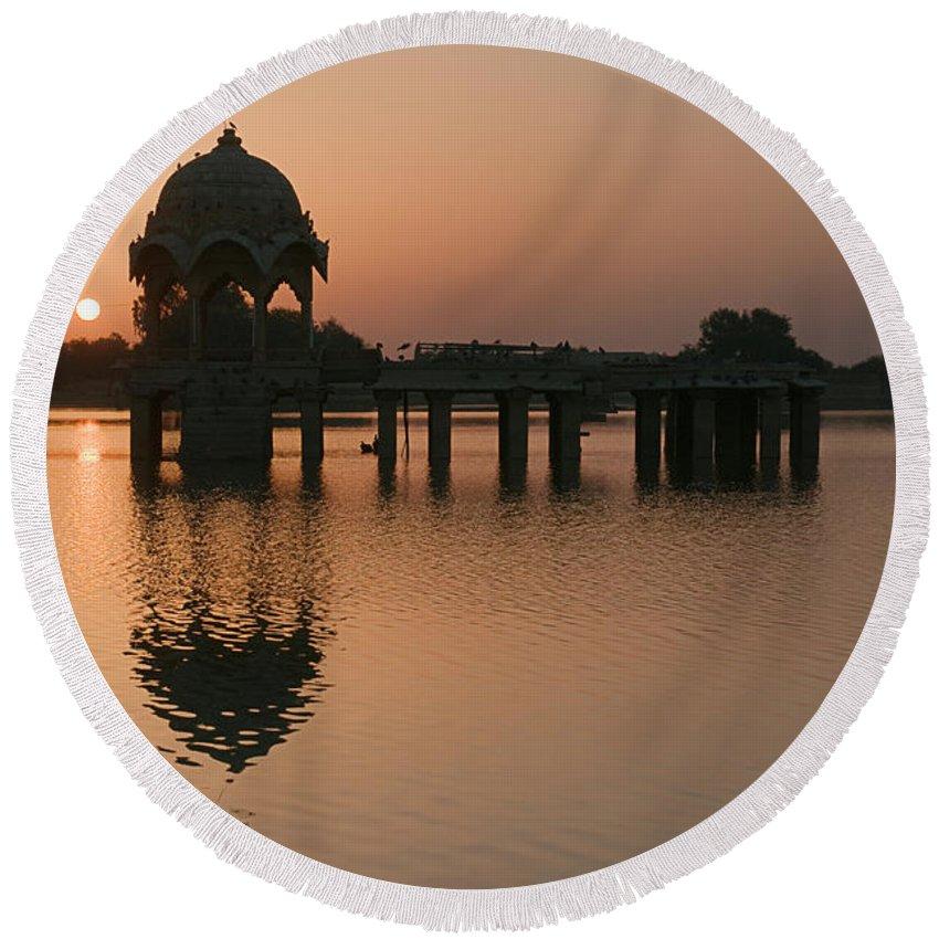 Sunrise Round Beach Towel featuring the photograph Skn 1364 Sunrise Behind Cenotaph by Sunil Kapadia
