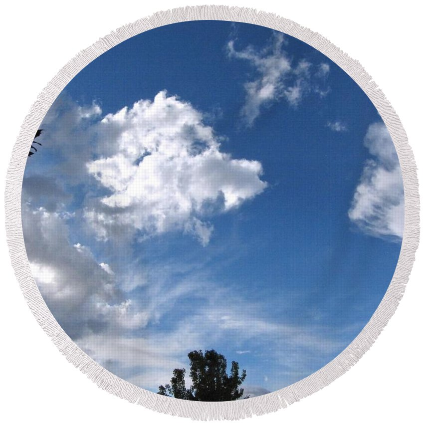 Sky Round Beach Towel featuring the photograph Sky Before The Storm by Phyllis Kaltenbach