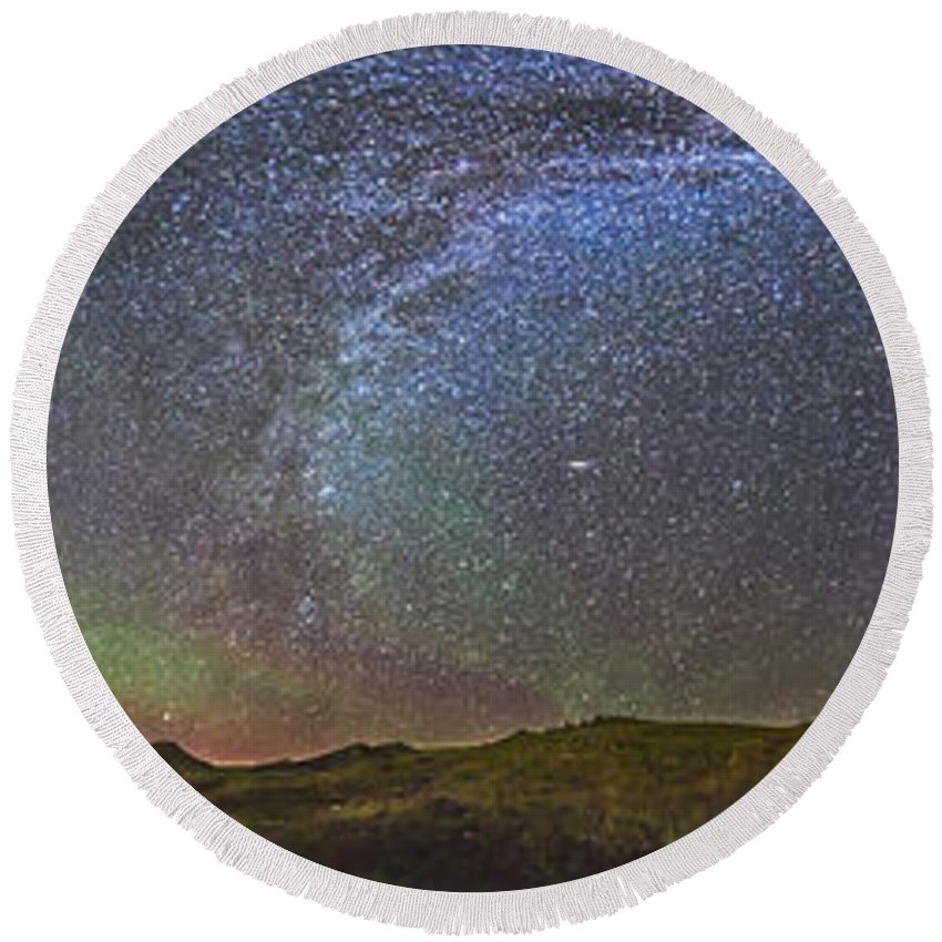 70 Mile Butte Round Beach Towel featuring the photograph Skygazer Standing Under The Stars by Alan Dyer