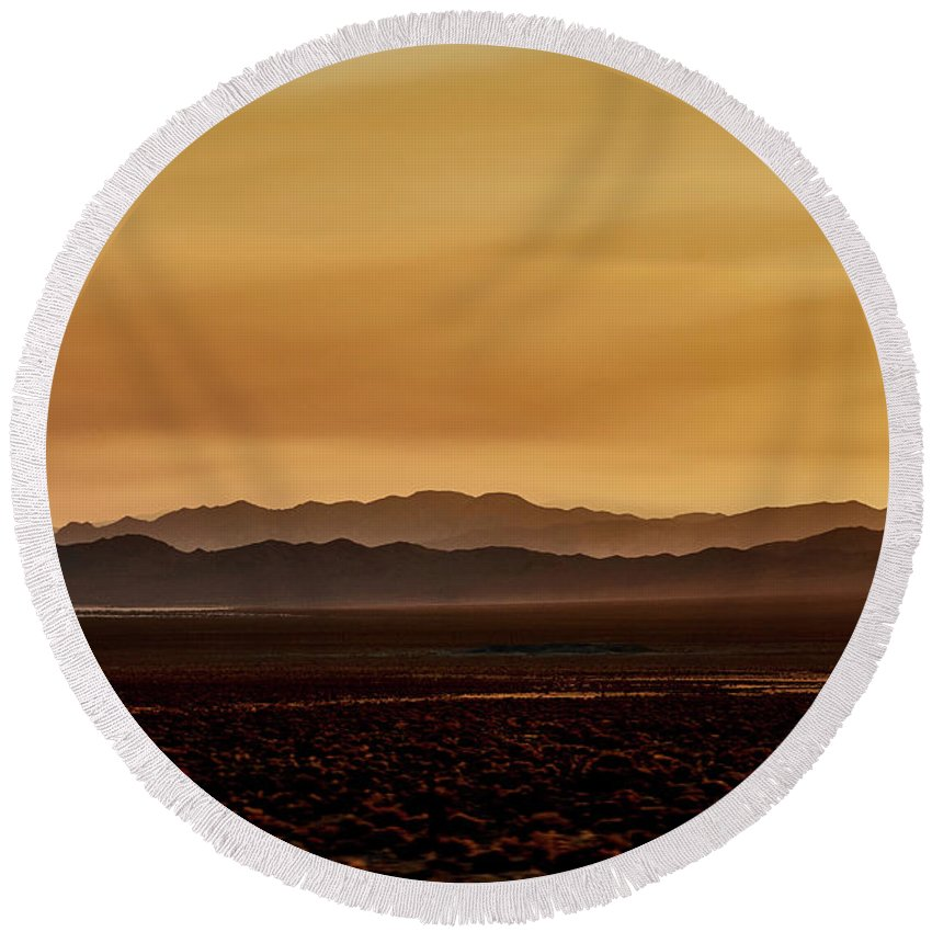 Smoky Round Beach Towel featuring the photograph Smoky Western Landscape by Stanton Tubb