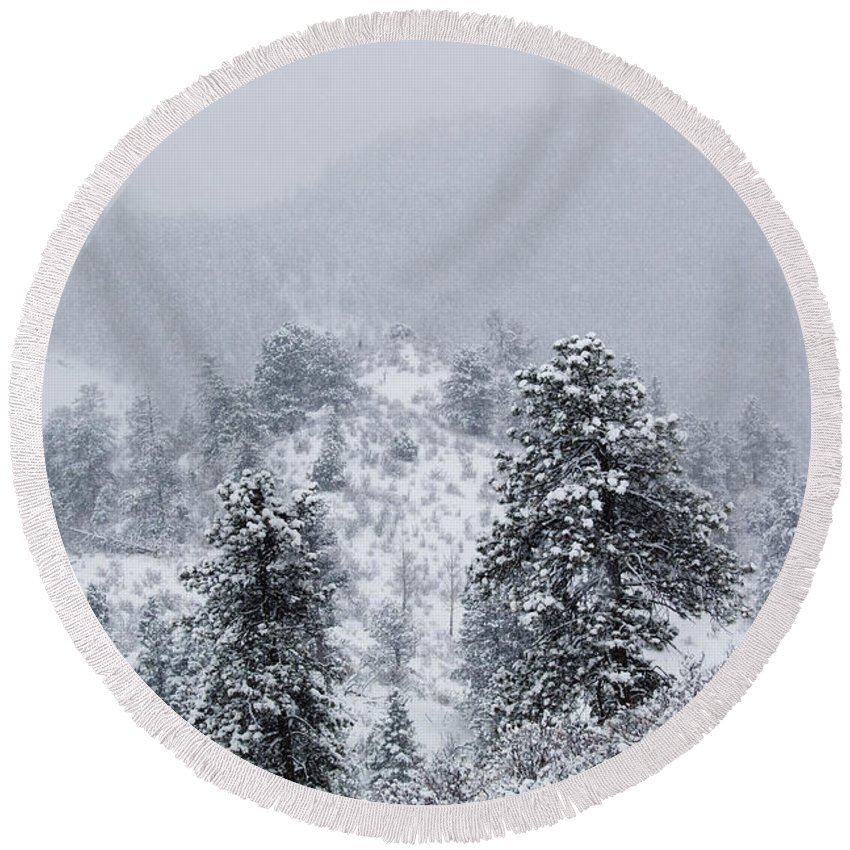 Blizzard Round Beach Towel featuring the photograph Snow On The Ridge In The Pike National Forest by Steve Krull