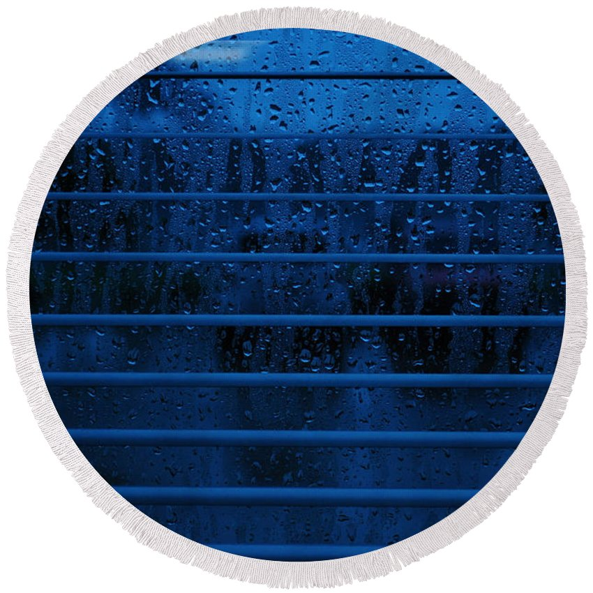 Blue Round Beach Towel featuring the photograph So Blue I Can by Paulette B Wright