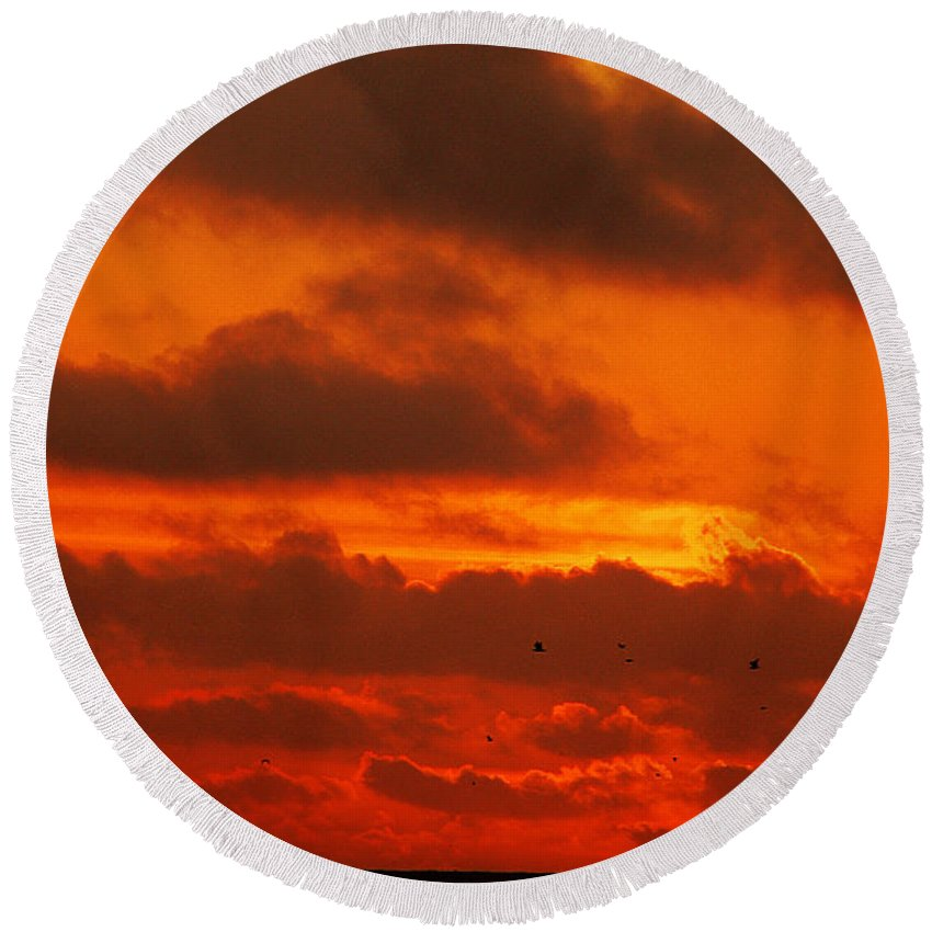 Clay Round Beach Towel featuring the photograph Socal Sunset by Clayton Bruster
