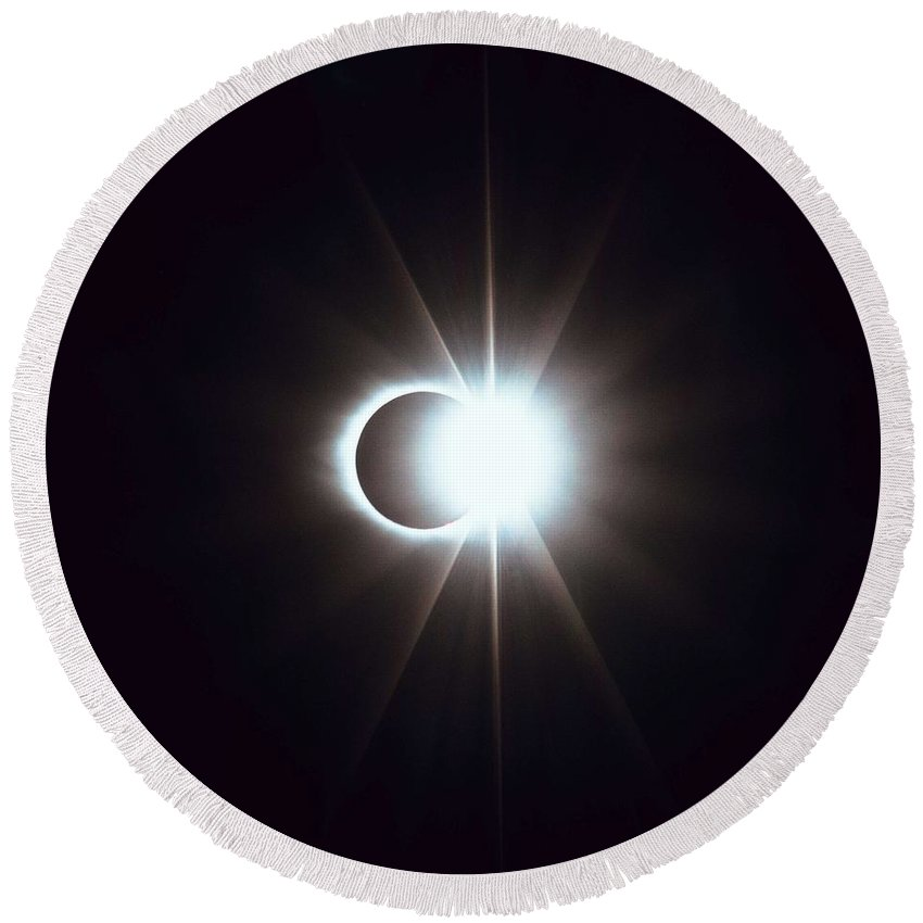 Sun Round Beach Towel featuring the painting Solar Eclipse, Diamond Ring 2 by Celestial Images