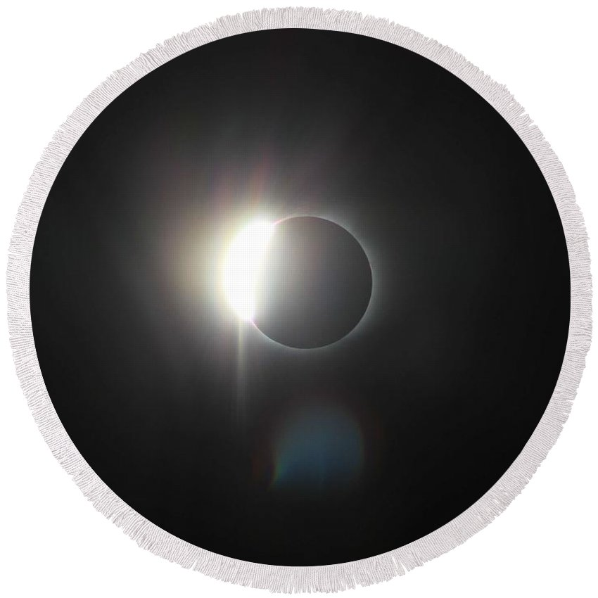 Sun Round Beach Towel featuring the painting Solar Eclipse, Diamond Ring by Celestial Images