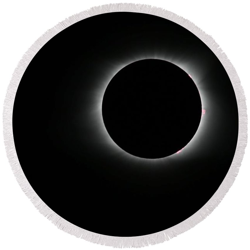Sun Round Beach Towel featuring the painting Solar Eclipse, Totality by Celestial Images