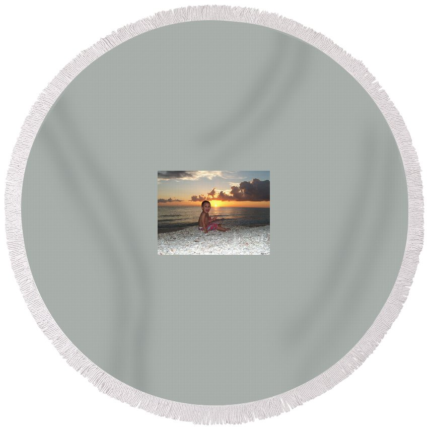 Sunset Round Beach Towel featuring the photograph Sonsun by Michelle S White