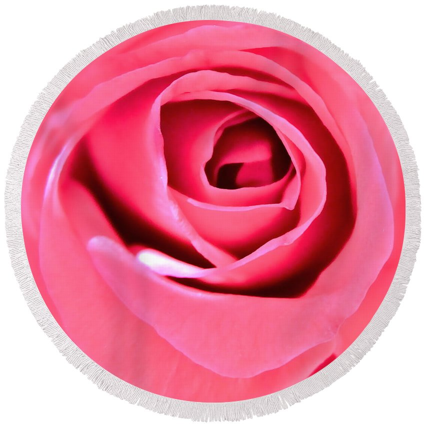Photograph Of Pink Rose Round Beach Towel featuring the photograph Soul Searching by Gwyn Newcombe