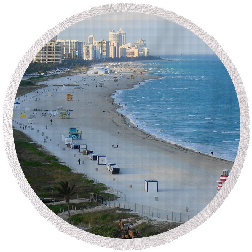 Miami Round Beach Towel featuring the photograph South Beach At Its Best by Margaret Bobb