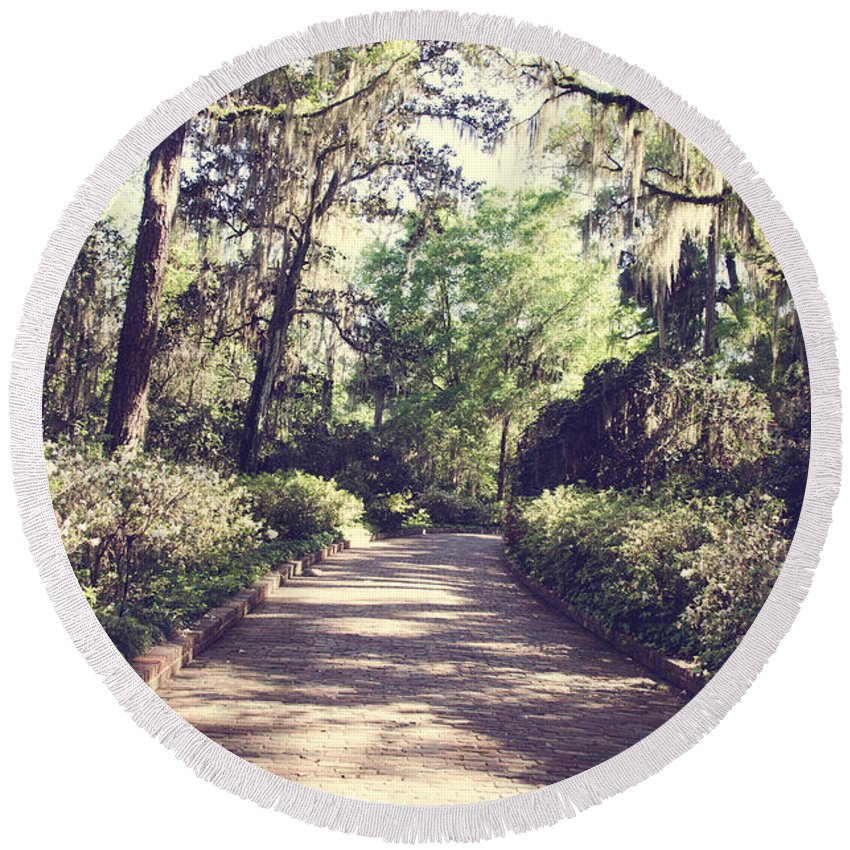 Spanishmoss Round Beach Towel featuring the photograph Southern Beauty 2 - Tallahassee, Florida by Andrea Anderegg