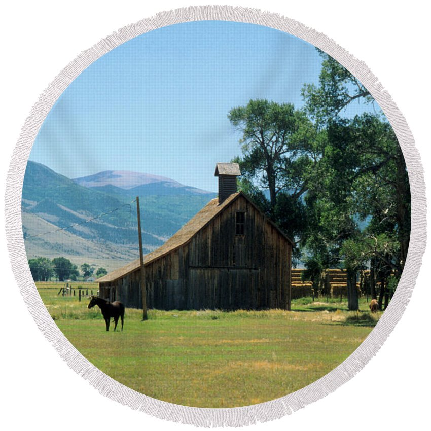Barn Round Beach Towel featuring the photograph Southfork Barn by Jerry McElroy