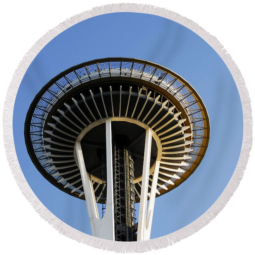 Space Needle Round Beach Towel featuring the photograph Space Needle by David Lee Thompson