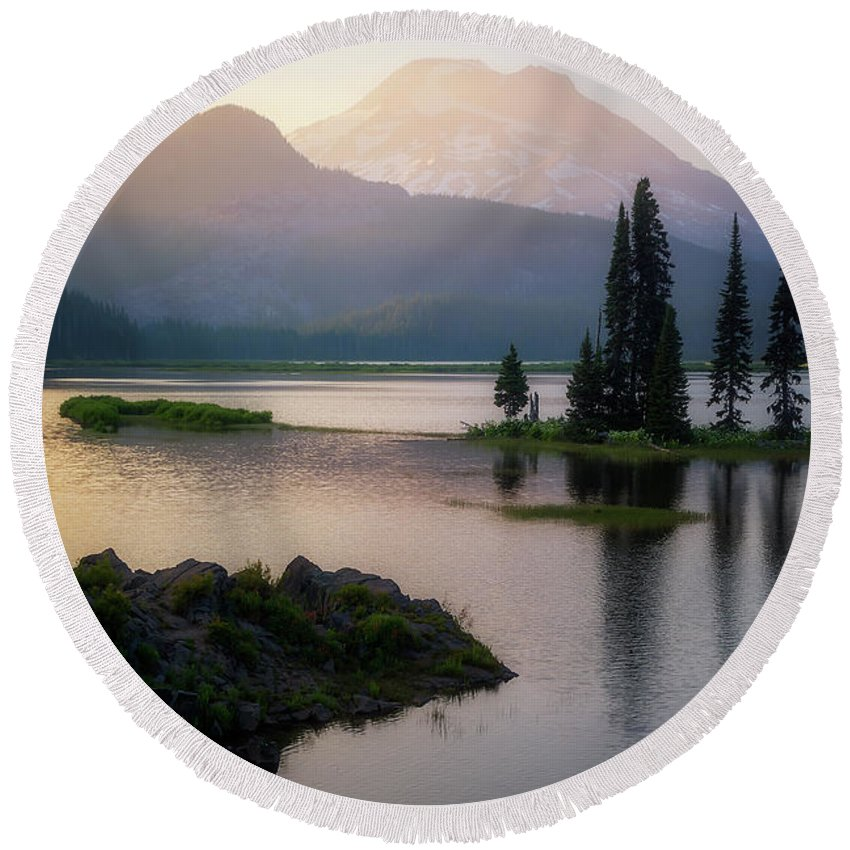 Sparks Lake Round Beach Towel featuring the photograph Spark Of Light by Ryan Manuel