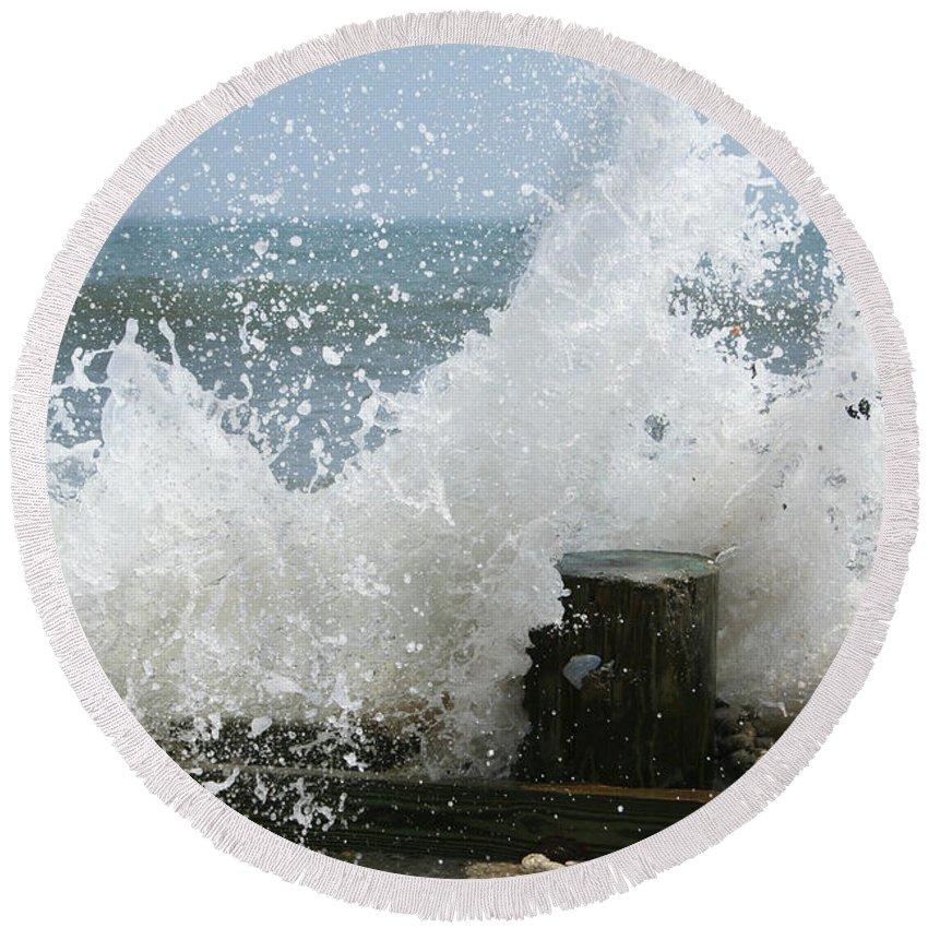 Ocean Round Beach Towel featuring the photograph Splash by Linda Sannuti