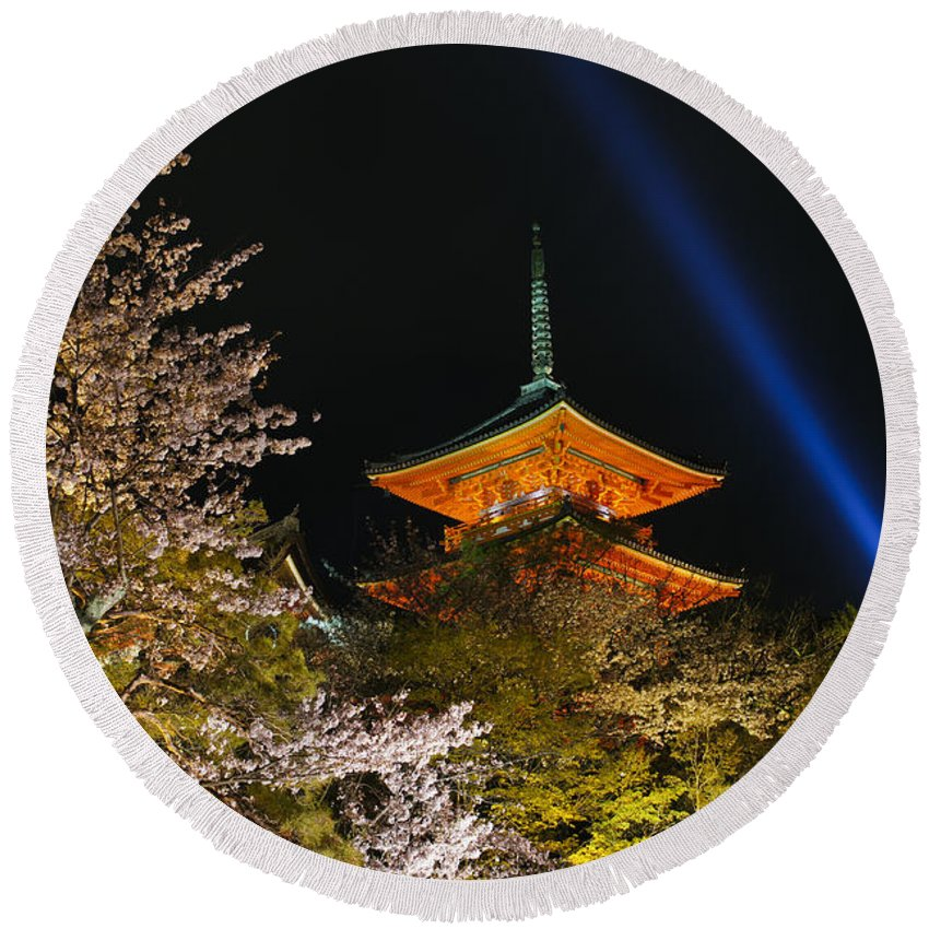Kiyomizu-dera Round Beach Towel featuring the photograph Springtime At Kiyomizu-dera by Brian Kamprath
