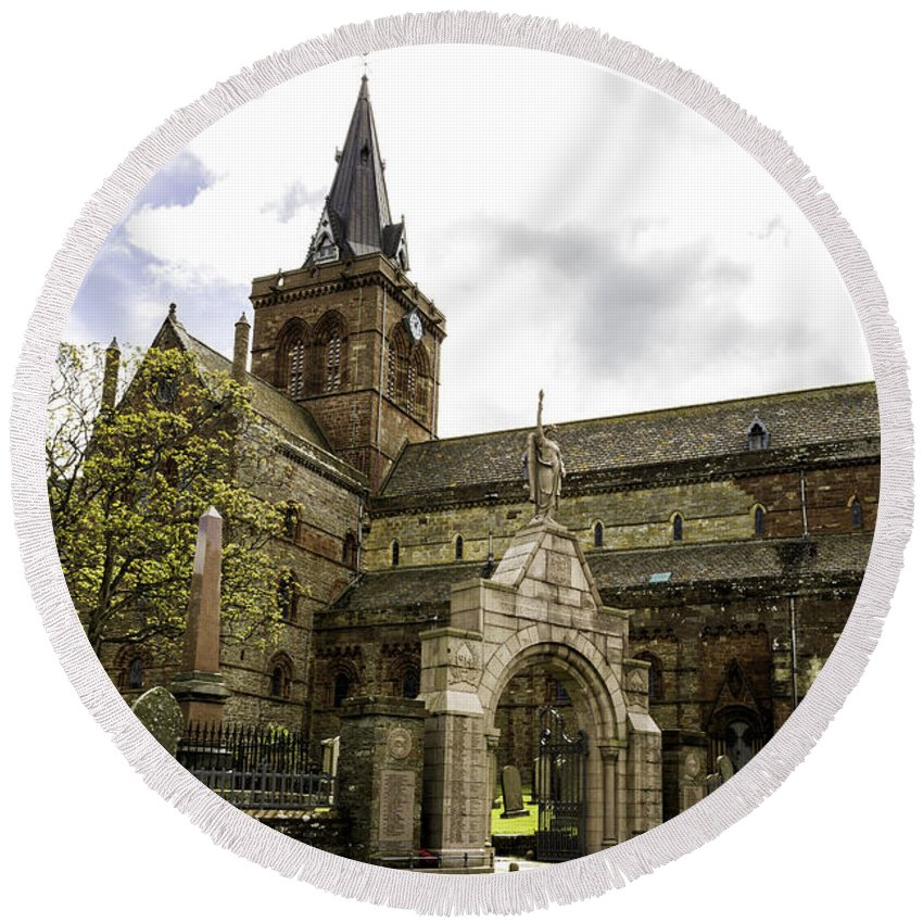 St. Magnus Round Beach Towel featuring the photograph St. Magnus Cathedral by Fran Gallogly