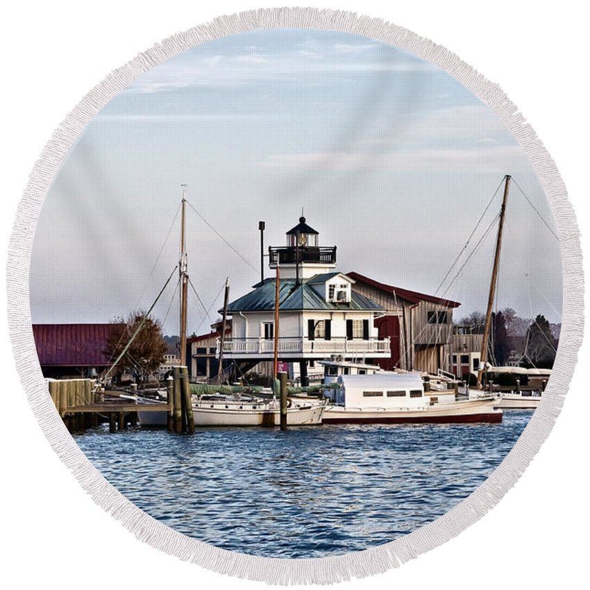 St Michael's Round Beach Towel featuring the photograph St Michael's Maryland Lighthouse by Bill Cannon