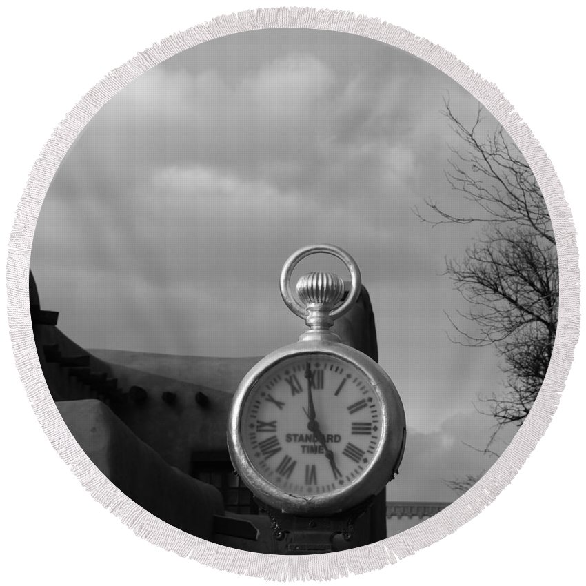 Black And White Round Beach Towel featuring the photograph Standard Time by Rob Hans