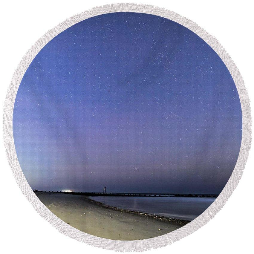 Stars Round Beach Towel featuring the photograph Stars At Folly Beach by Robert Loe