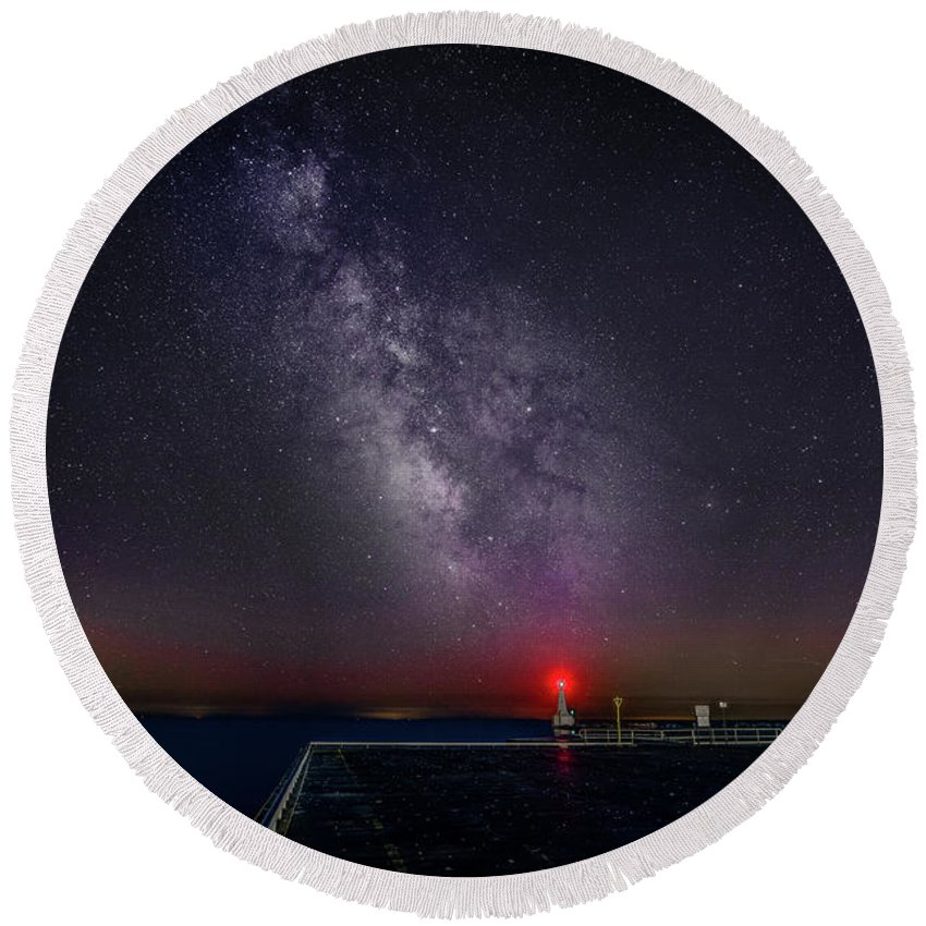Breakwater Round Beach Towel featuring the photograph Stars Over Lake Ontario by Roger Monahan
