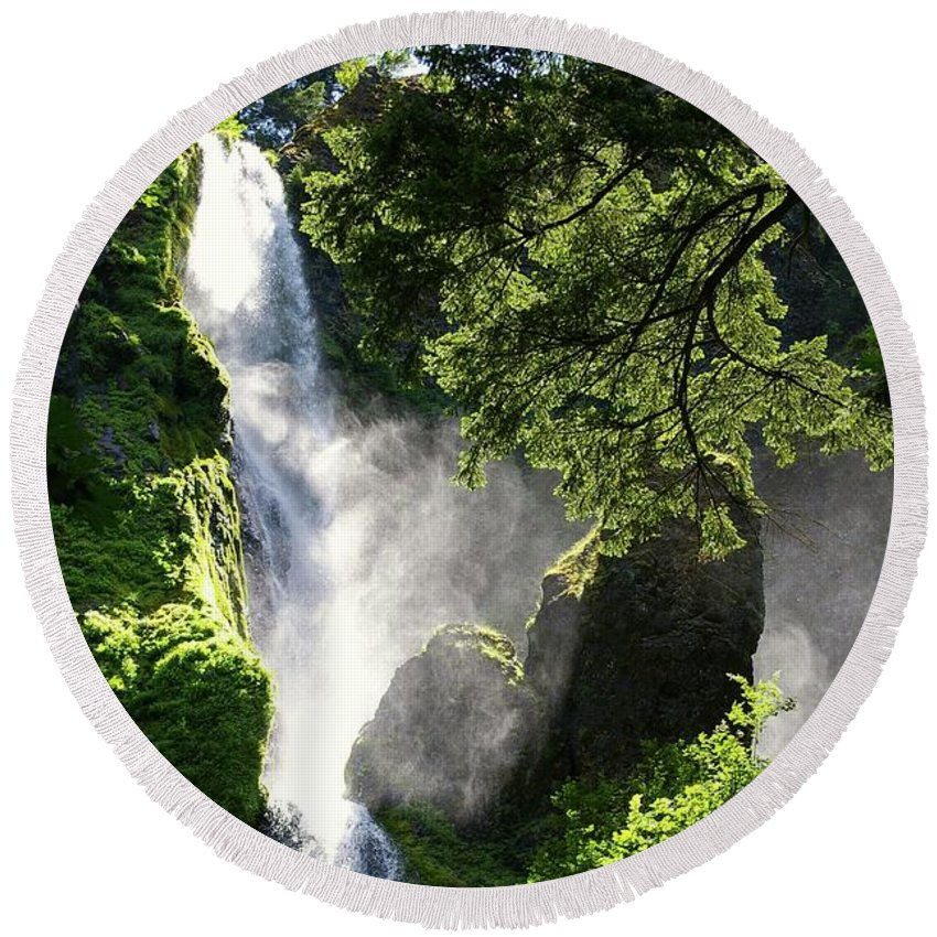 Waterfalls Round Beach Towel featuring the photograph Starvation Creek Falls In September by Jeff Swan
