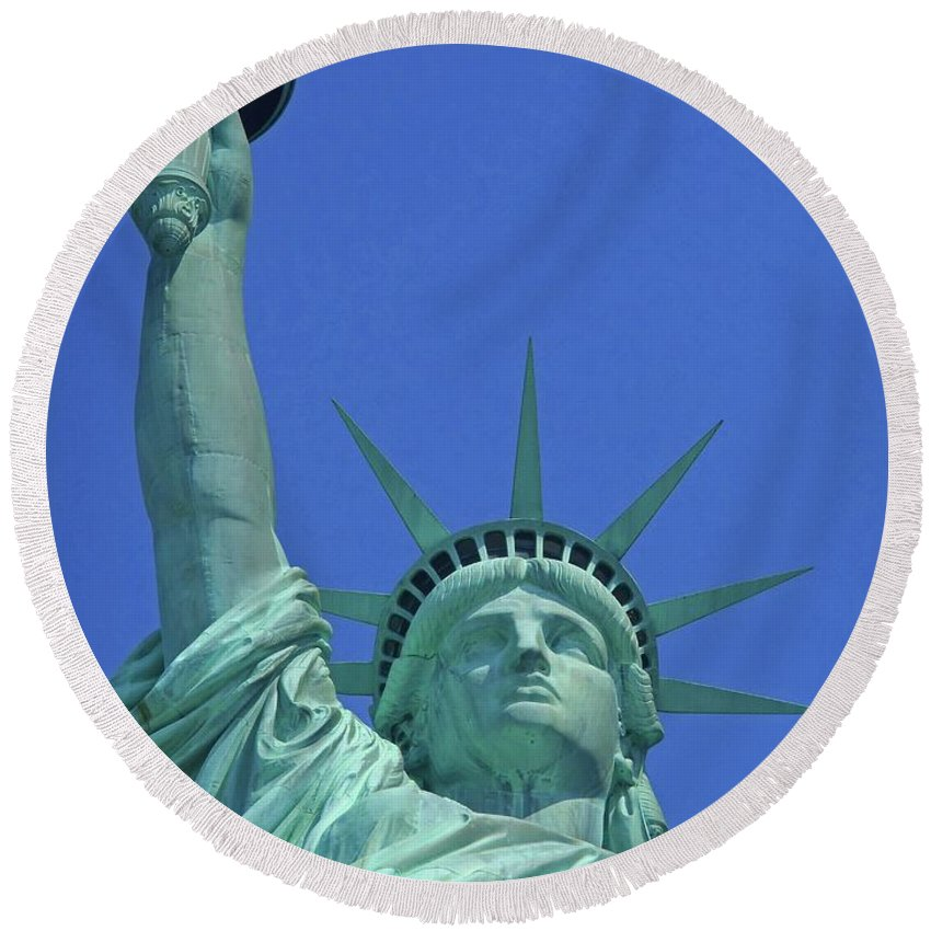New York City Round Beach Towel featuring the photograph Statue Of Liberty 14 by Ron Kandt