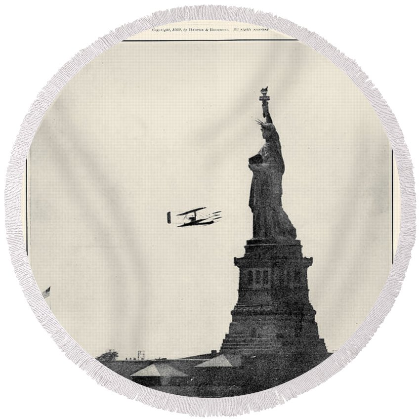 1900s Round Beach Towel featuring the photograph Statue Of Liberty, 1909 by Granger