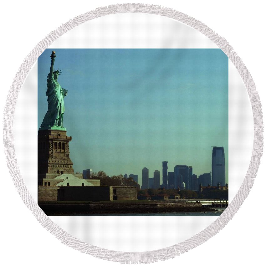 New York City Round Beach Towel featuring the photograph Statue Of Liberty 7 by Ron Kandt