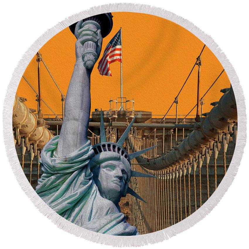 Brooklyn Bridge Round Beach Towel featuring the photograph Statue Of Liberty - Brooklyn Bridge by Dorival Moreira