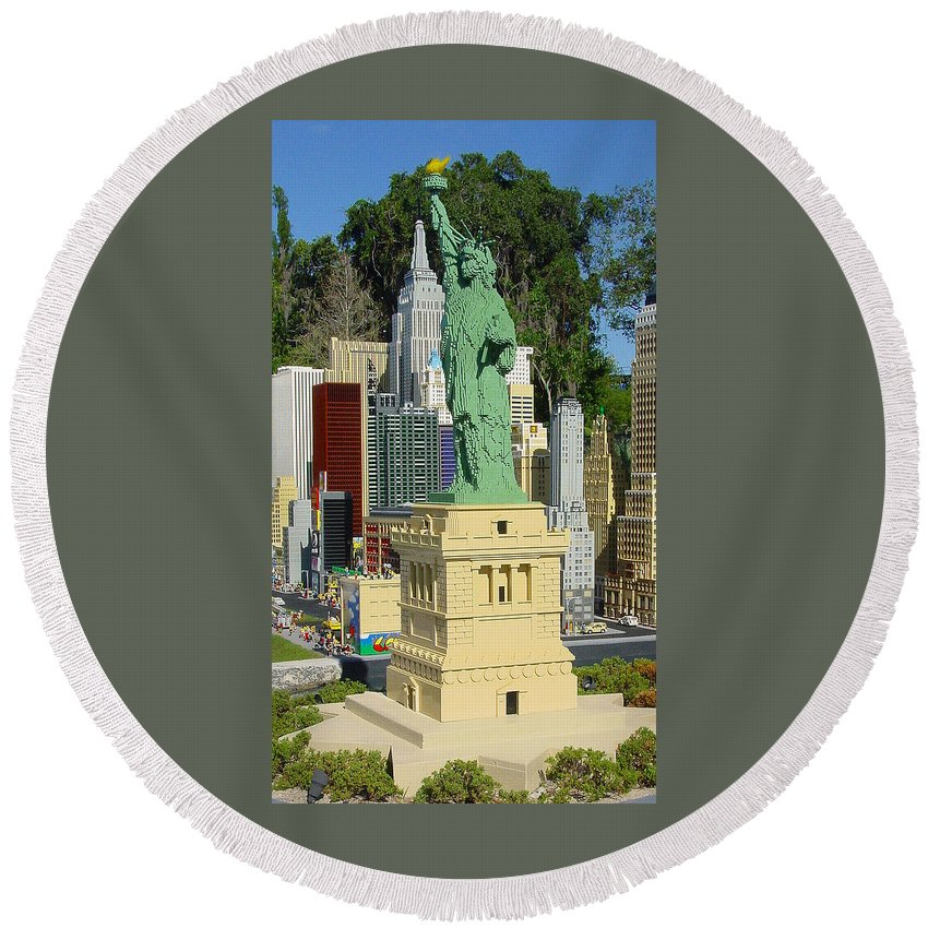Pat Turner Round Beach Towel featuring the photograph Statue Of Liberty by Pat Turner
