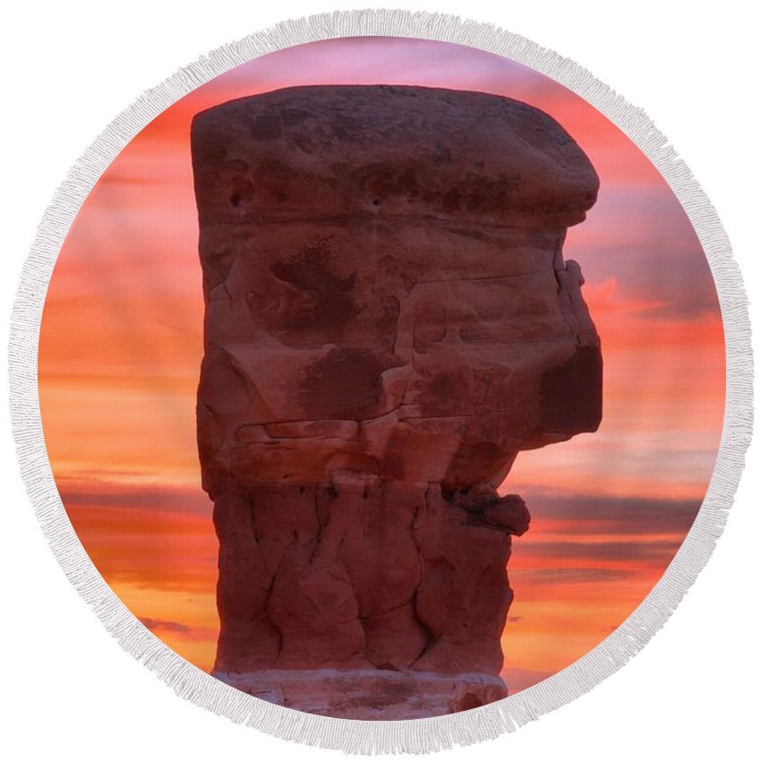 Devils Garden Round Beach Towel featuring the photograph Stone Face Sunset by Adam Jewell