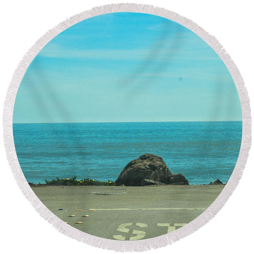 Ocean Round Beach Towel featuring the photograph Stop by Miranda Strapason