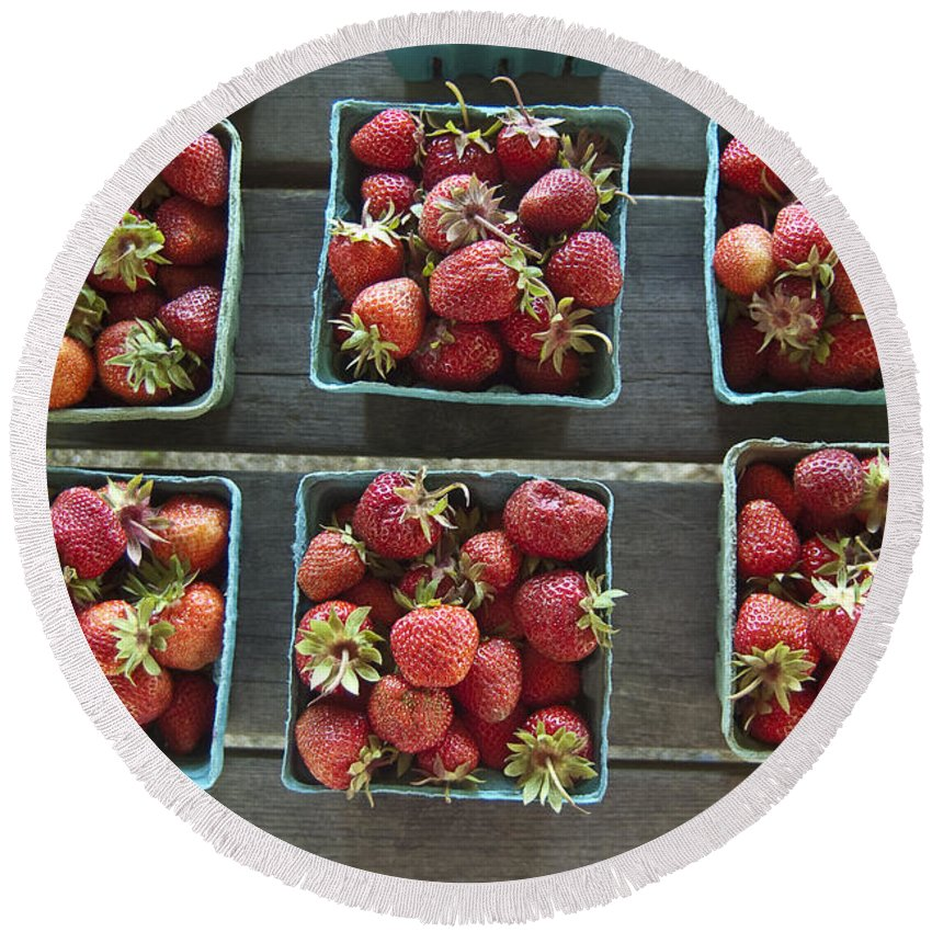 Strawberry Round Beach Towel featuring the photograph Strawberries by Steven Dunn