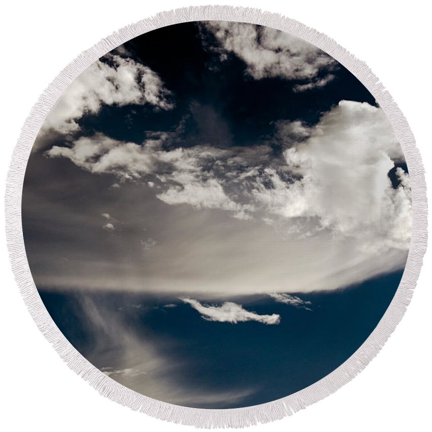 Clay Round Beach Towel featuring the photograph Streakin' Cloud by Clayton Bruster