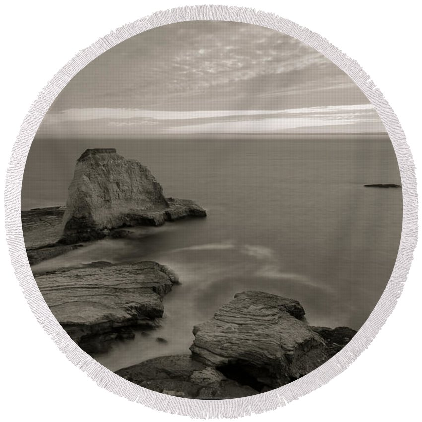 Landscape Round Beach Towel featuring the photograph Summer Fever 1 by Jonathan Nguyen