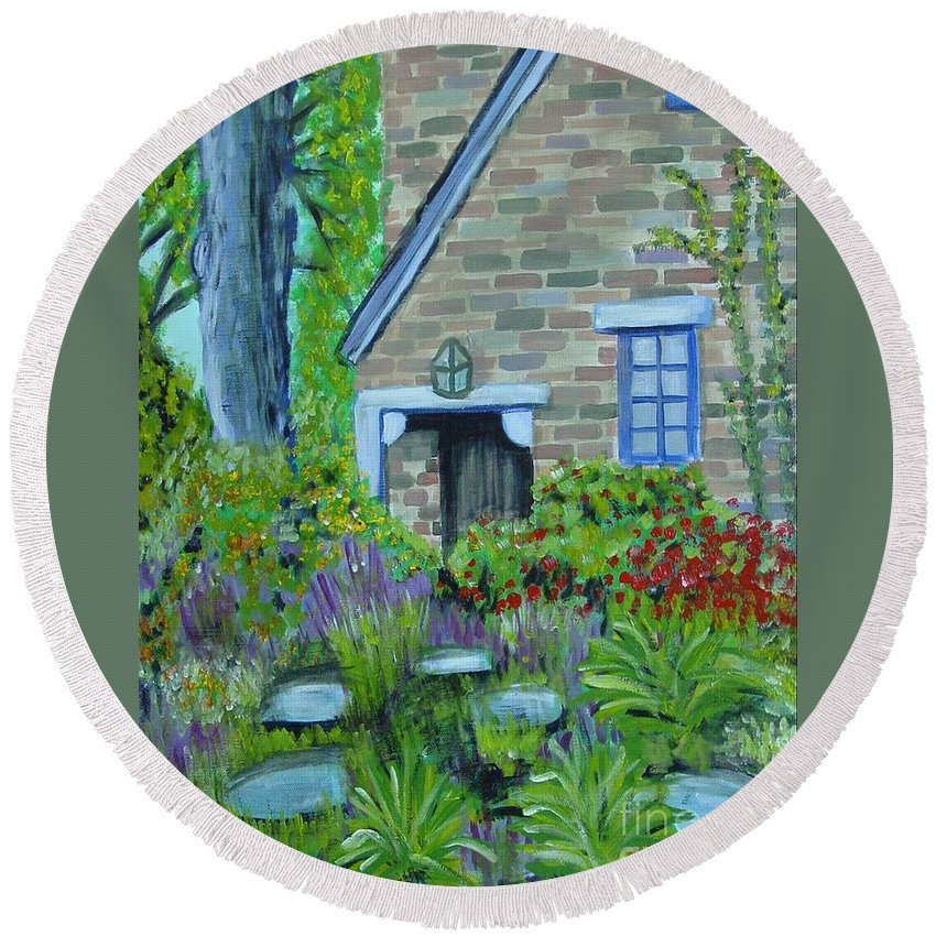 Cottage Round Beach Towel featuring the painting Summer Retreat by Laurie Morgan