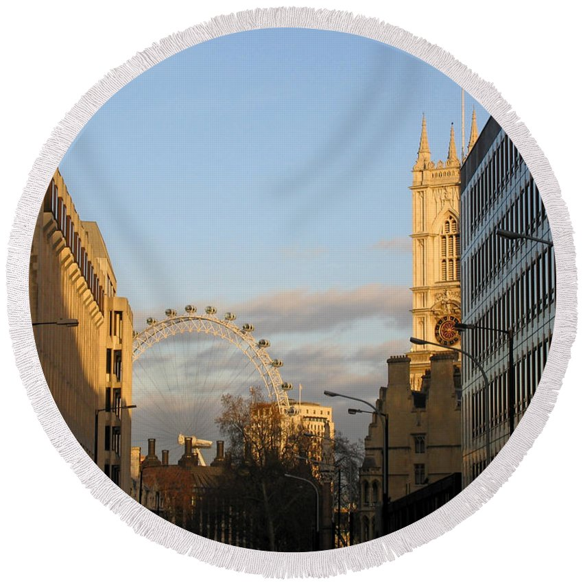 London Round Beach Towel featuring the photograph Sun Sets On London by Ann Horn