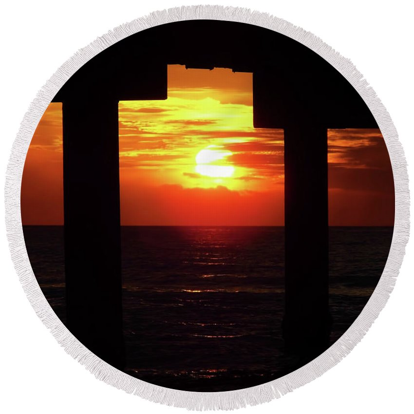 Sunset Round Beach Towel featuring the photograph Sun Setting At The Pier by D Hackett