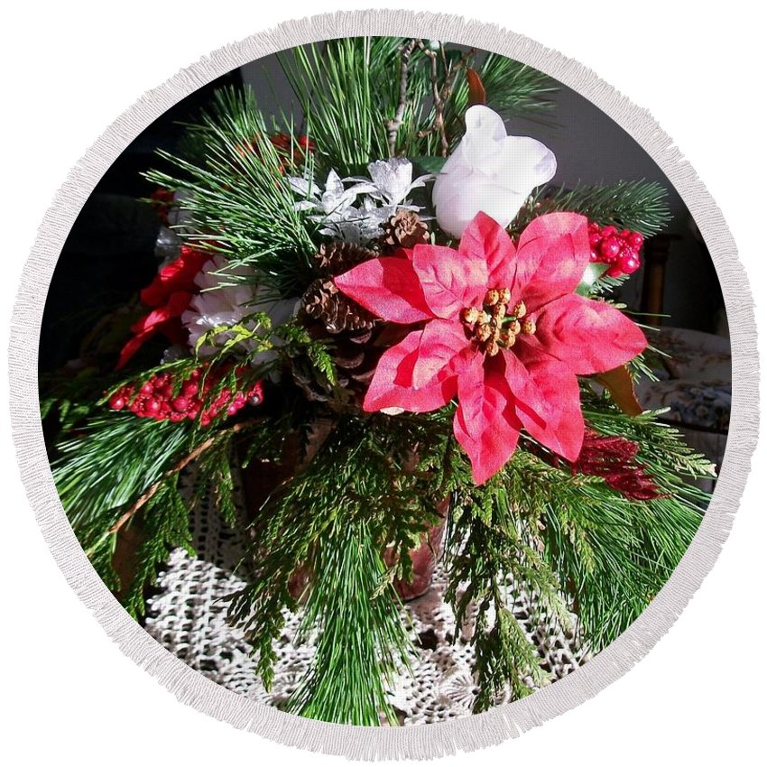 Poinsettia Round Beach Towel featuring the photograph Sunlit Centerpiece by Sharon Duguay