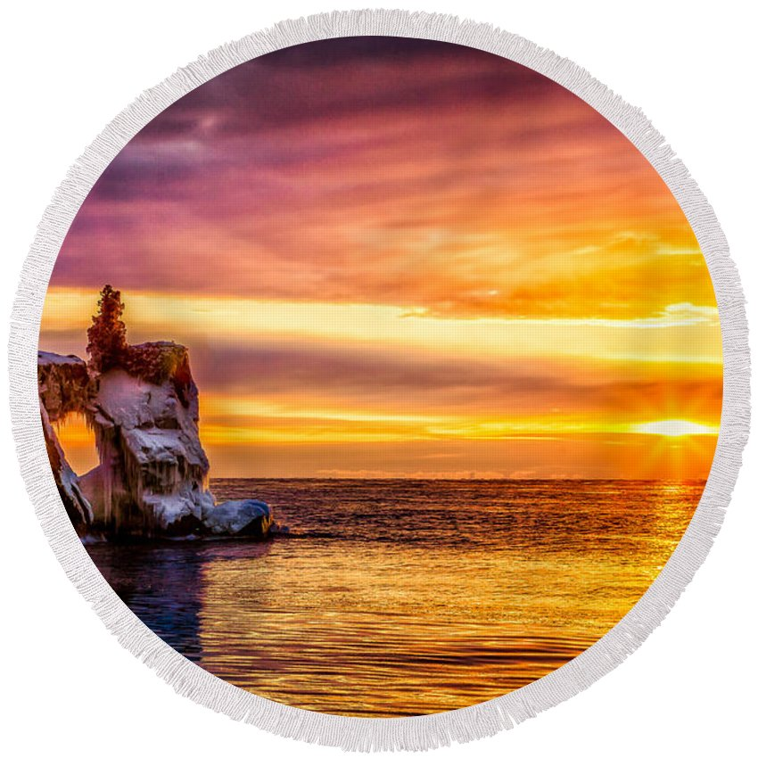 Arch Round Beach Towel featuring the photograph Sunrise At The Arch by Rikk Flohr