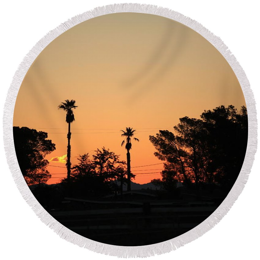 Sunset At The Oasis Round Beach Towel featuring the photograph Sunrise At The Oasis by Warren Still
