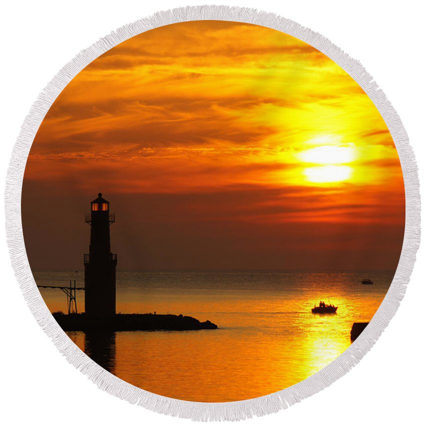 Lighthouse Round Beach Towel featuring the photograph Sunrise Brushstrokes by Bill Pevlor