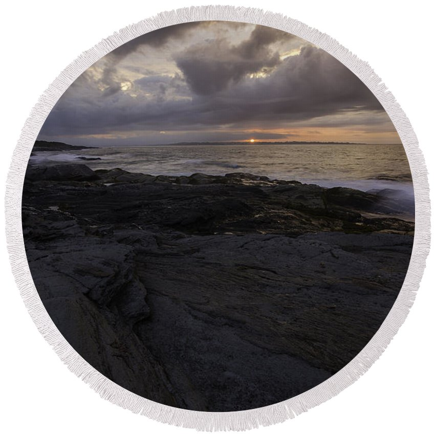 Sunrise Round Beach Towel featuring the photograph Sunrise From Beavertail In Jamestown Rhode Island by Billy Bateman