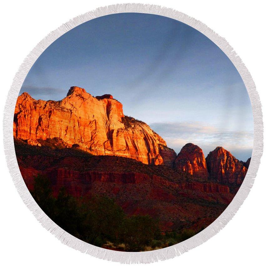 Sunrise Round Beach Towel featuring the photograph Sunrise In Utah by Marcia Socolik