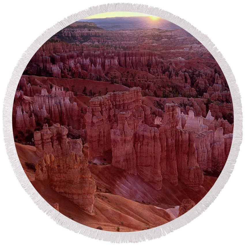 North America Round Beach Towel featuring the photograph Sunrise Over The Hoodoos Bryce Canyon National Park by Dave Welling