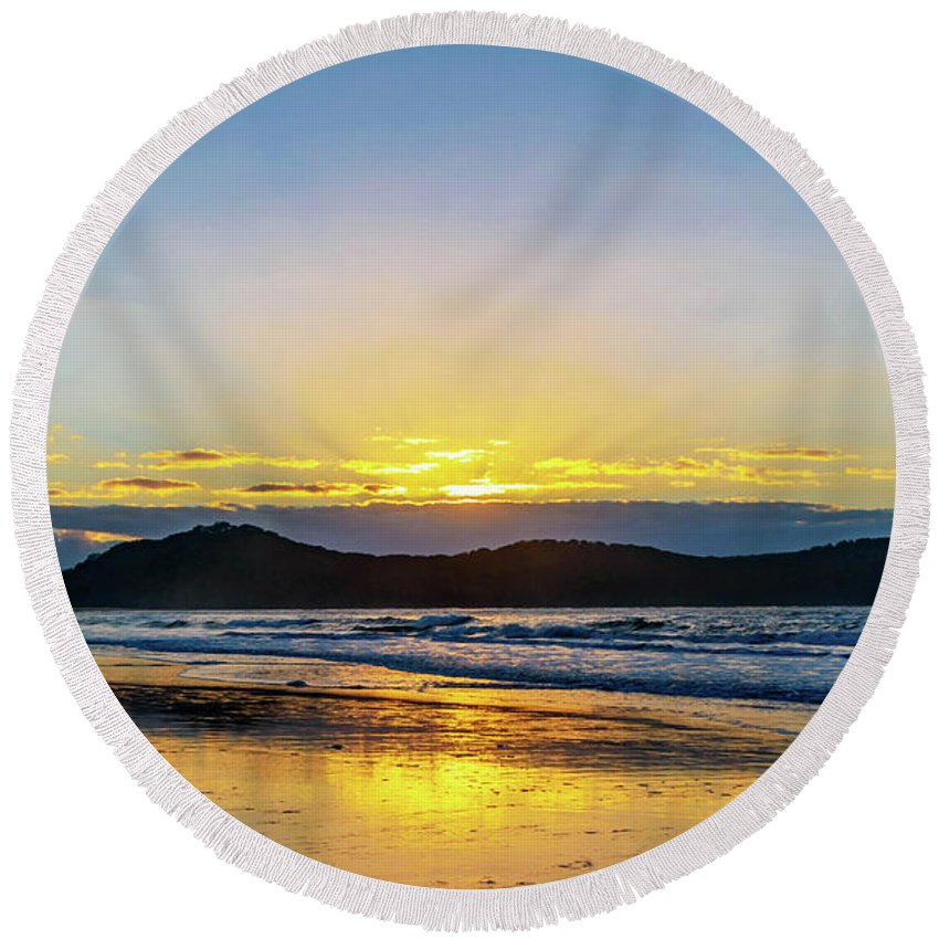 Umina Round Beach Towel featuring the photograph Sunrise Seascape And Crepuscular Rays by Merrillie Redden