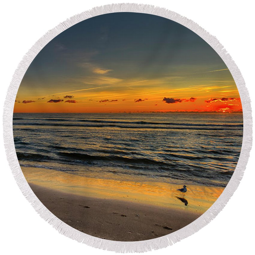Sunrise Round Beach Towel featuring the photograph Sunrise by Thru Kurts Lens