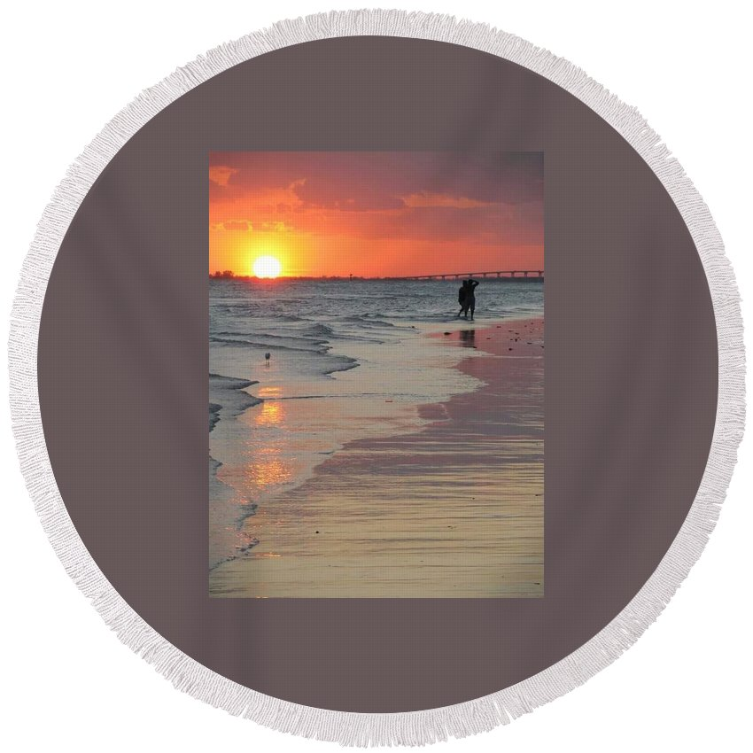 Fort Myers Beach Florida Sunset Round Beach Towel featuring the photograph Sunset 5 by D G Reiter