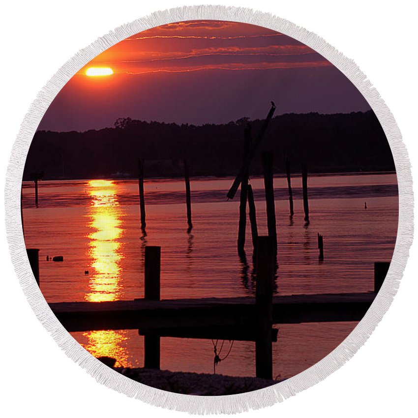 Clay Round Beach Towel featuring the photograph Sunset At Colonial Beach by Clayton Bruster