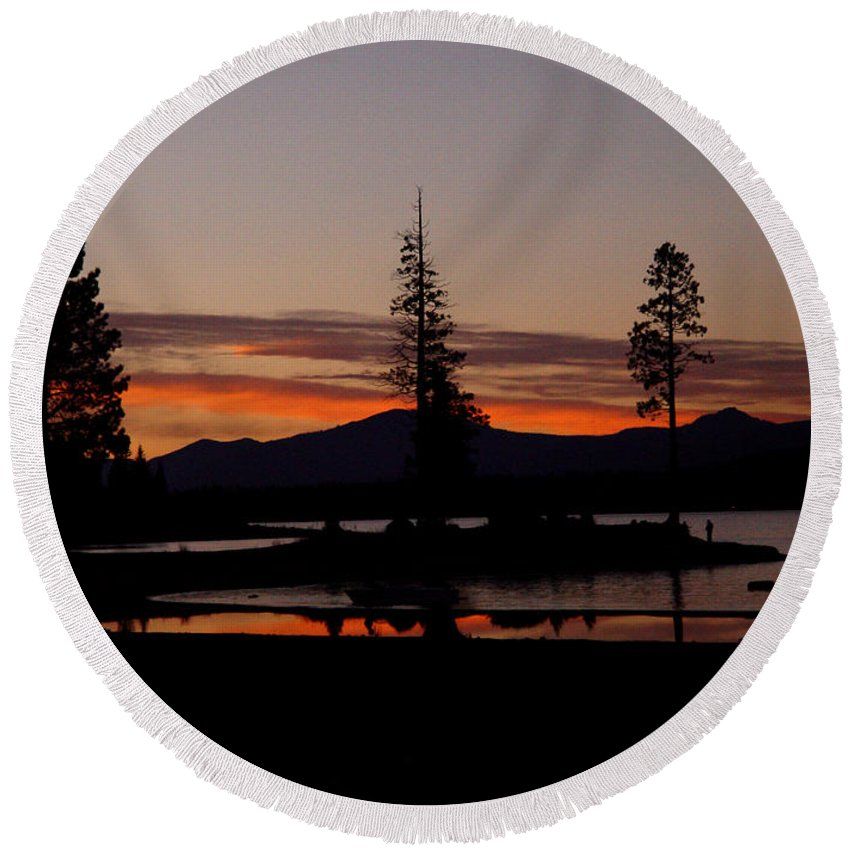 Lake Almanor Round Beach Towel featuring the photograph Sunset At Lake Almanor 02 by Peter Piatt